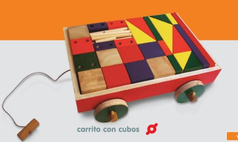Carro con cubos de madera